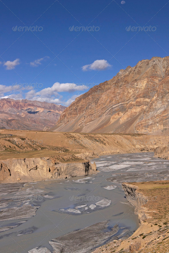 PhotoDune River in the Mountains of Ladakh 3854151