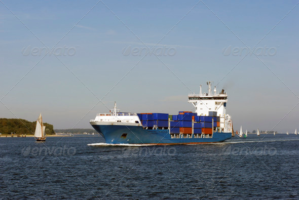 PhotoDune Container Ship at full speed 3937991