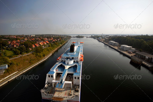 PhotoDune Cruise ship in Kiel Canal near lock 3938026