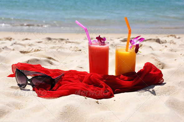 PhotoDune Pair of cocktails on the tropical beach 4001866