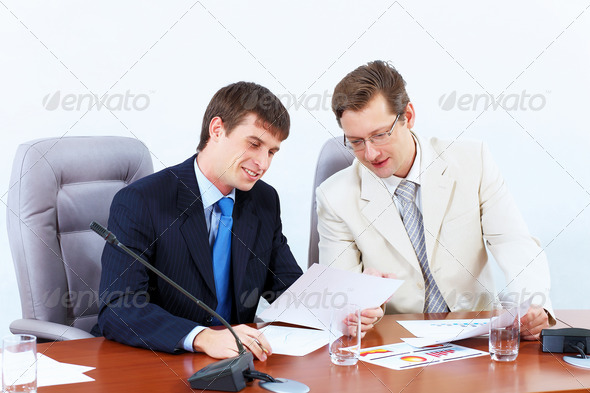 PhotoDune Two businessmen at meeting 4004897