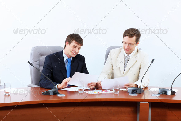 PhotoDune Two businessmen at meeting 4004898