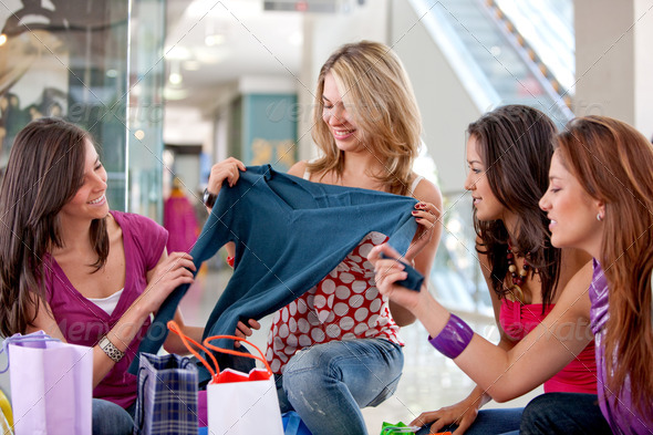 PhotoDune Shopping friends 433881