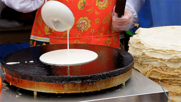 VideoHive Women Prepare Pancakes 4118954