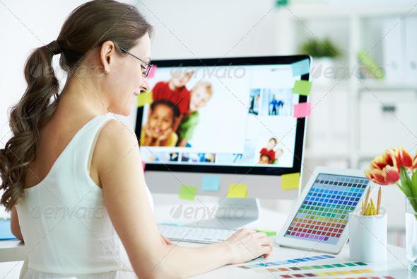 PhotoDune Designer at work 4161594