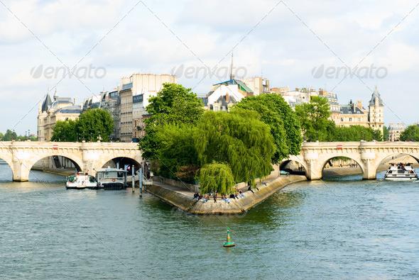 PhotoDune Cite island and bridge Neuf view Paris 4221389
