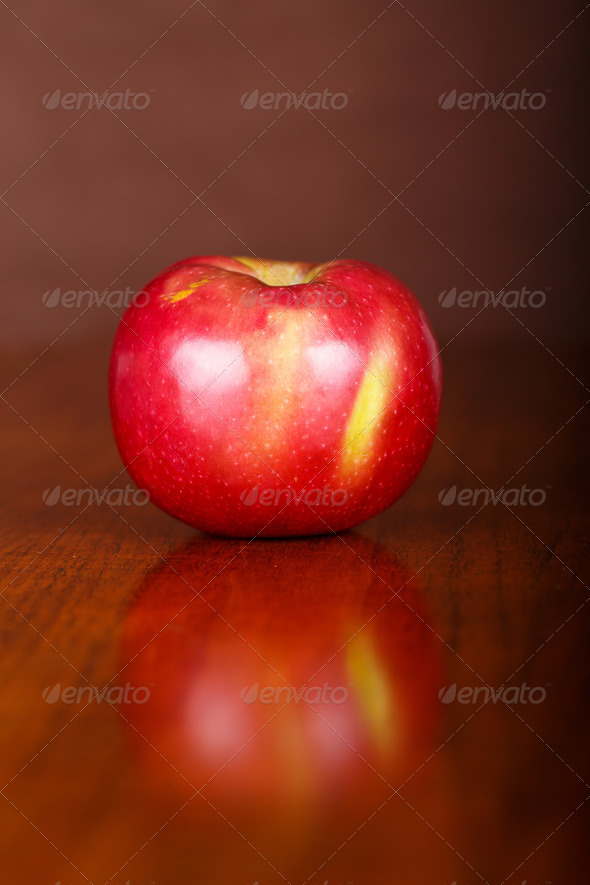 PhotoDune Single Apple on Table with Reflection 4254068