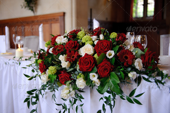 Red roses decorate wedding table