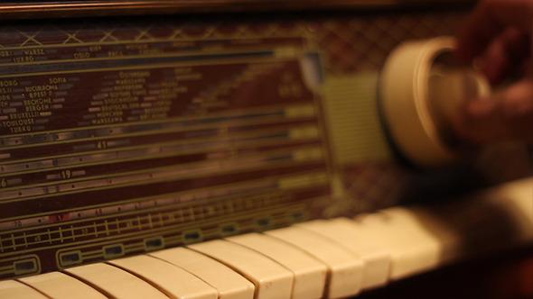 Tuning A Retro Radio