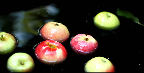 VideoHive Apples In The Water 5542344