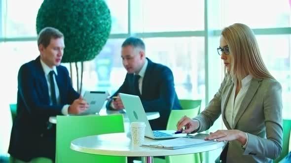 Toimistotyöntekijöitä at Break - Business, Corporate Arkistofilmit