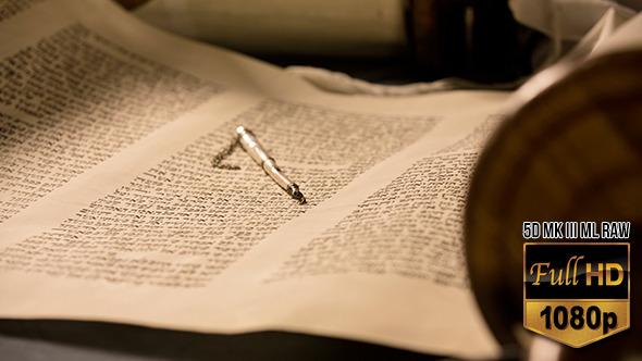 Hebrew Torah with Yad 2