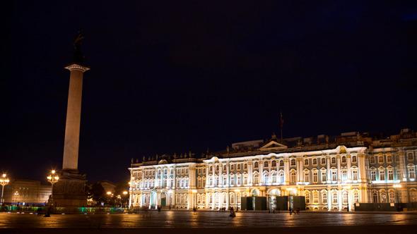 4K Time Lapse People Walking On Palace Square