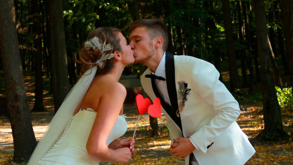 Newlyweds Kissing 5