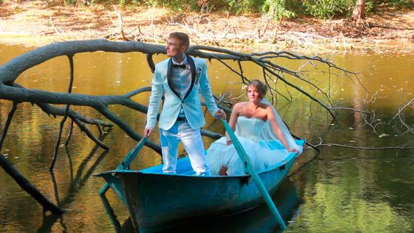 Newlyweds on Boat 6
