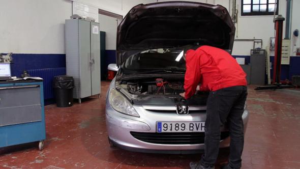 Car Repair Looking for Damage 2