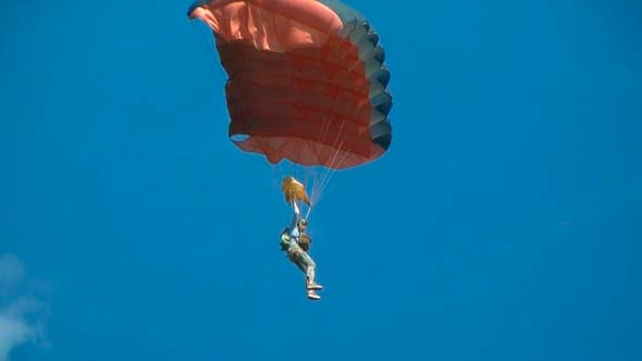 VideoHive Parachute In Sky 7845721