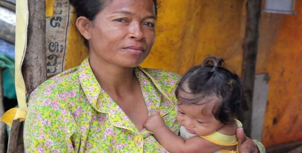 VideoHive Mother Feeding Baby In Cambodian Slums Dump Area 7873534