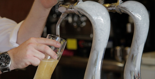 VideoHive Pulling a Beer 8004600