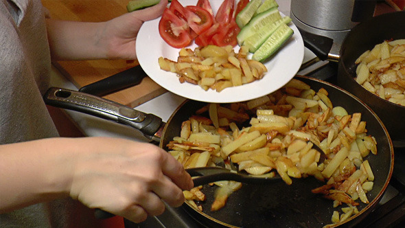 French Fries Put in Dish with Vegetables 816