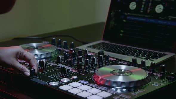 VideoHive Woman Hands of DJ Tweak Various Track with Computer Deck 28 16987682