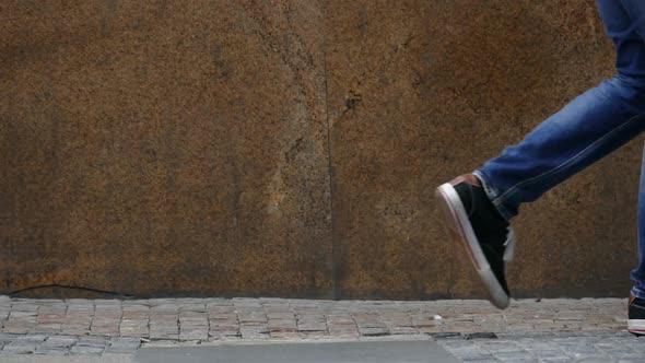 Kaupunkielämä - Pavement Sidewalk - Passing People - Ihmiset Arkistofilmit