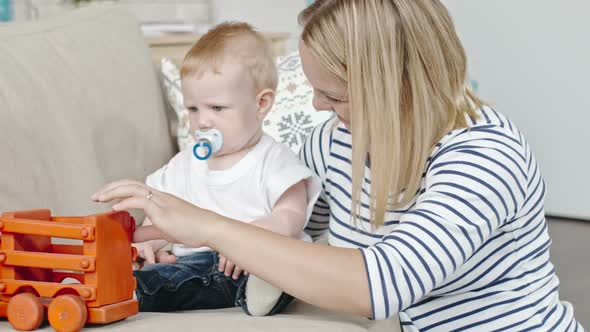 Download Blond Baby Playing with Mum nulled download