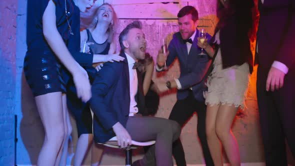 Loud Party - Holidays Arkistofilmit